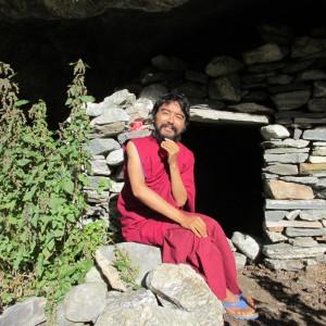 mingyur-rinpoche-outside-cave