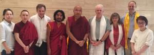 S.H. der 17. Karmapa, Yongey Mingyur Rinpoche und die Tergar Instruktoren mit Linda, Ani Miao Rong und Chin Yung von Tergar Asien. Foto: Paul McGowan